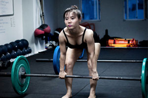 HOW-TO-DO-A-DEADLIFT-–-WEIGHTLIFTING-FOR-WOMEN-SERIES-EP.-7